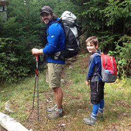 2 hikers with backpacks
